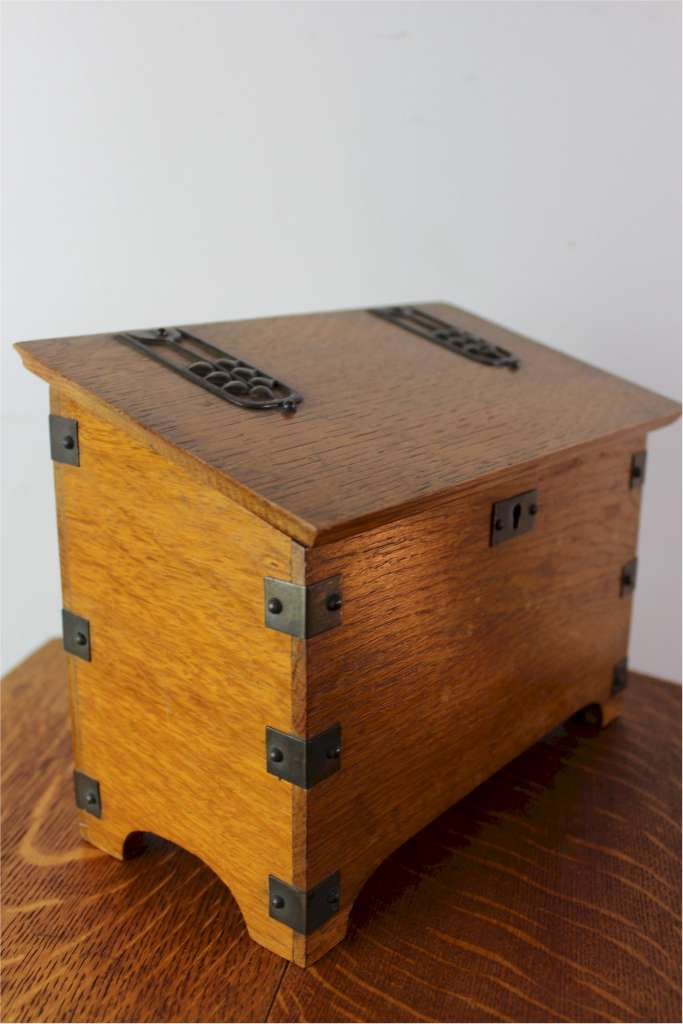 Arts and crafts oak stationary box made from quarter sawn for Arts and crafts furniture makers