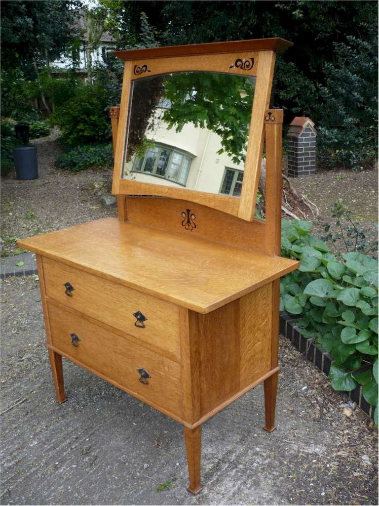 Super quality arts and crafts dressing table