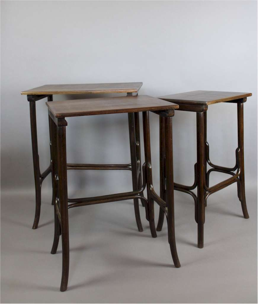 Nest of bentwood tables by thonet furniture tables for Table thonet