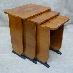 Art Deco nest of tables in figured walnut