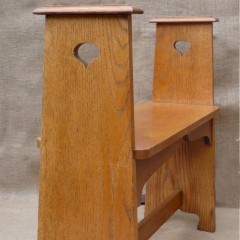 Arts and crafts hallseat in golden oak